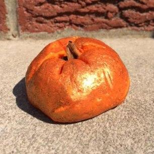 Lush Sparkly Pumpkin Halloween Bubble Bar Review