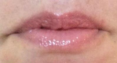 bareMinerals Marvelous Moxie Buttercream Lip Gloss Review