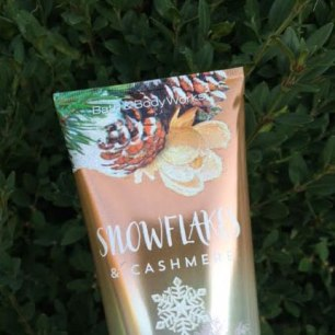 Bath & Body Works Snowflake & Cashmere Ultra Shea Bodycream Review