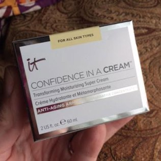 It Cosmetics Confidence in a Cream Moisturizing Super Cream Review