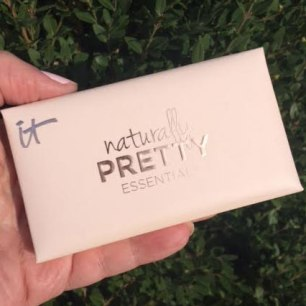 It Cosmetics Naturally Pretty Essentials Matte Eyeshadow Palette Review