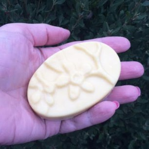 Lush Each Peach (And Two's A Pair) Massage Bar Review