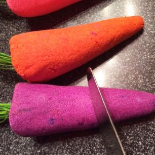 Lush Easter Bunch Of Carrots Bubble Bar Review