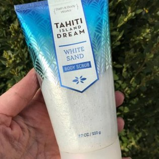 Bath & Body Works Tahiti Island Dream White Sand Body Scrub Review