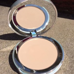 It Cosmetics Your Skin But Better CC+ Airbrush Perfecting Powder SPF 50+ Review