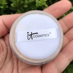 It Cosmetics Bye Bye Pores Poreless Finish Airbrush Powder Review